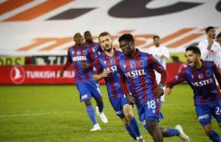 Trabzonspor Karadeniz derbisinde Rizespor'u 2-1...