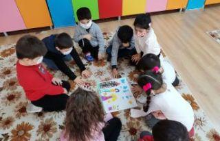 Özge öğretmen eTwinning projeleriyle fark oluşturuyor