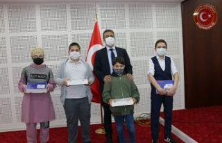 Bilgi yarışmasında başarılı öğrenciler ödüllendirildi