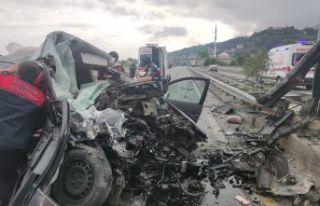 Of'ta feci kaza 2 ölü 4 yaralı