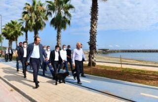 Başkan Zorluoğlu projeleri titizlikle inceliyor