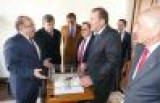 Başkan Gümrükçüoğlu Karaca'yı ağırladı...