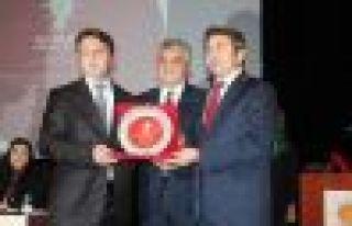 Başkan Öztel'e teşekkür plaketi