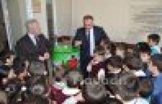 Başkan Saral'dan Okullara atık pilmatik