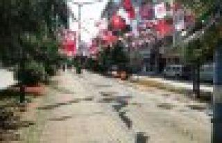 Çay başladı, Of'un caddeleri afişlere kaldı