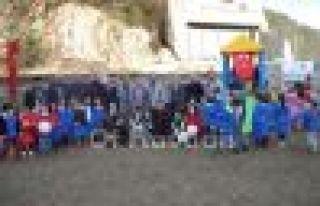 Cumder'den Cumapazarlı çocuklara oyun parkı