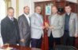 Diyanet Sen'den Başkan Saral'a Plaket