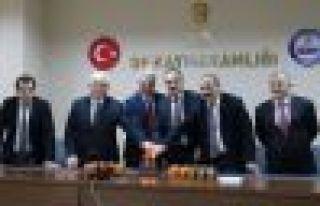Kabahasanoğlu'ndan gazetecilere sürpriz kutlama