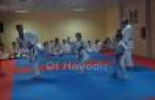Karateci gençlerin kuşak heyecanı