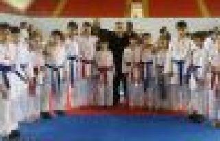Karate'de 3 okuldan 6 birincilik