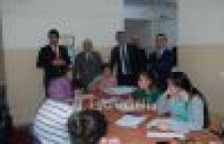 Kaymakam Arslan ve Başkan Sarıalioğlu lise öğrencileriyle...
