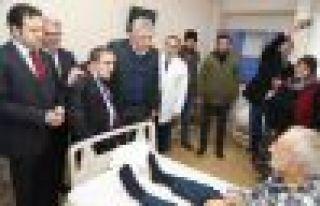 Kaymakam Fırat ve Başkan Sarıalioğlu'ndan hastalara...