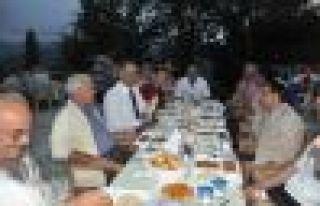 Of Yönetimi Birlik Köyü'nde halkla iftarda buluştu...