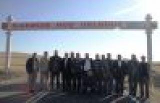 OFGİAD üyeleri kurbanlarını Karayazı'da kesti...