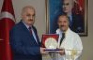 Prof. Aşıkkutlu rektörlük görevini Rektör Baykal'dan...