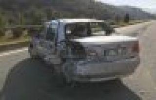Servis aracı Sürücü Adayı aracına çarptı