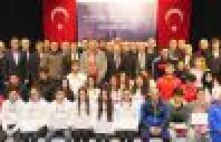 Trabzon Büyükşehir'den başarılı sporculara...