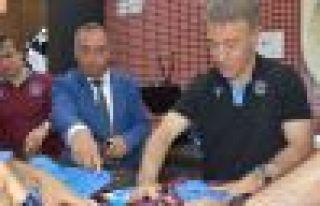 Trabzonspor'da başkan Ağaoğlu forma satışı yaptı