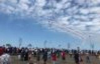 Türk Yıldızları'ndan Of'ta nefes kesen gösteri