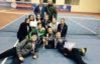 Ulusoy Lisesi teniste kızlarda ve erkeklerde derece...