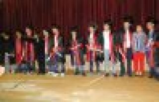 Ulusoy Lisesi'nde tiyatrolu ve şiirli mezuniyet...