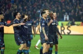 Trabzonspor Rizespor'u 5-2 yendi liderliğe yükseldi