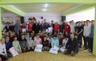 Kızılay'dan Ballıca Kur'an Kursu öğrencilerine yardım