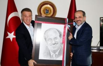 Nuri Albayrak'tan Trabzonspor'a ziyaret