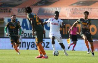 Trabzonspor, Alanya'da bir puanla nefes aldı