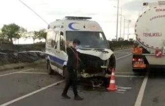 Ambulanslar kaza yaptı, mikser devrildi, taksiler çarpıştı