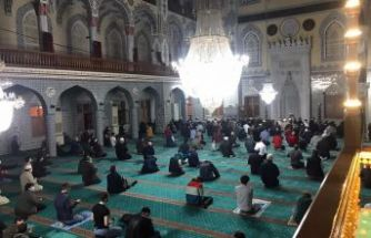 Kadir Gecesi'nde yatsıyı camide, teravihi evde kıldılar