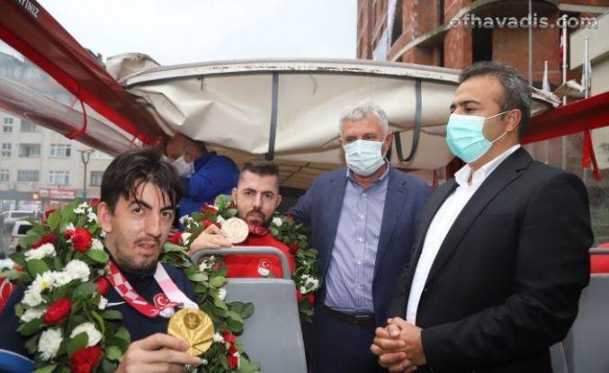 Şampiyon Abdullah Öztürk Of'ta coşkuyla karşılandı