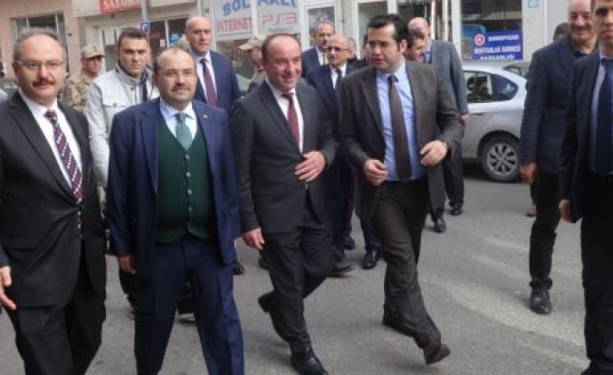 Vali  İsmail Ustaoğlu  Dernekpazarı'nda