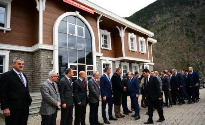 Vali Ustaoğlu Çaykara'yı ziyaret etti