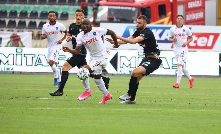 Trabzonspor 10 kişi kalan Denizli'den bir puan alabildi