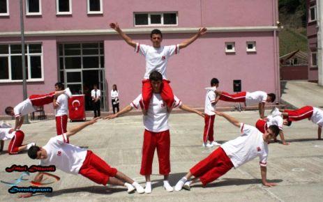 19 Mayıs kutlaması Dernekpazarı'nda eski usul yapıldı