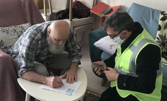 82 yaşındaki Zekeriya dededen milli dayanışmaya destek