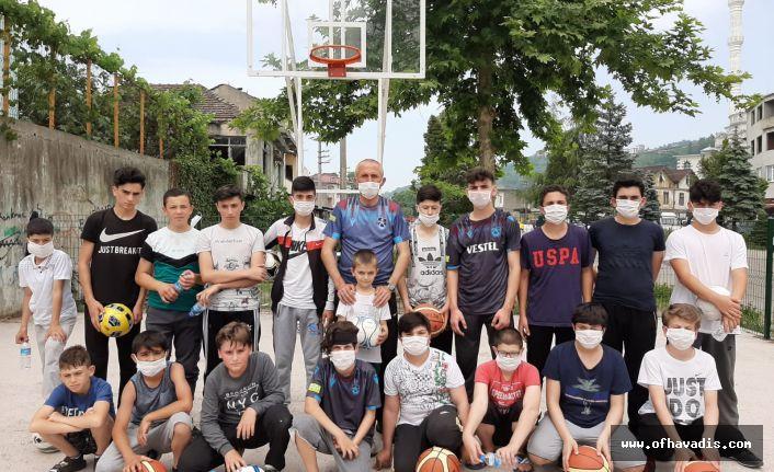 Muhtar Türk'ten Kıyıcıklı gençlere basket sahası