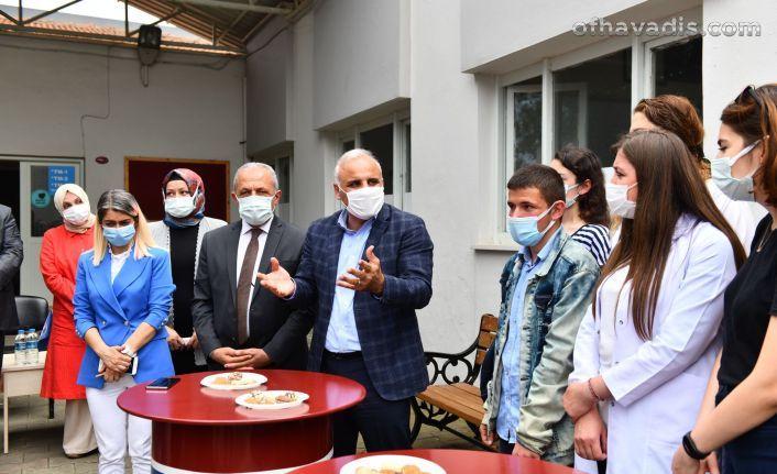 Başkan Zorluoğlu YKS'ye girecek öğrencilerle buluştu