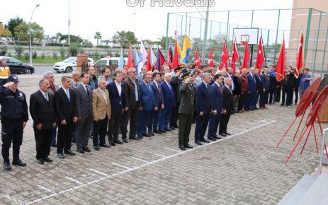 29 Ekim Cumhuriyet Bayramı Çelenk töreniyle başladı