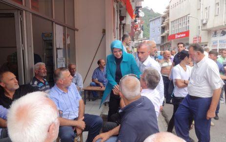 Ayşe Sula Köseoğlu Dernekpazarı'nda halkla buluştu