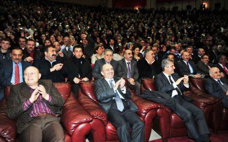 Bakan Erdoğan Bayraktar Gürpınar'da cenazeye katıldı