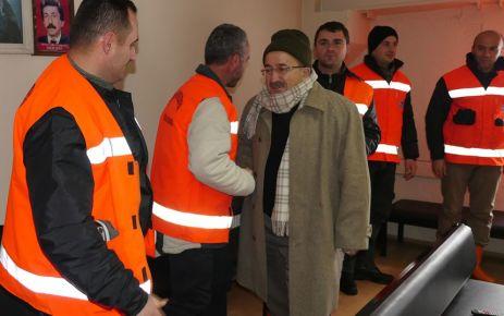 Başkan Gümrükçüoğlu, kar mücadele ekiplerini ziyaret etti