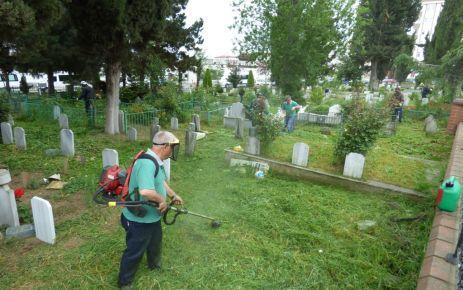 Büyükşehir mezarlıkları bakım ve onarımdan geçiriyor