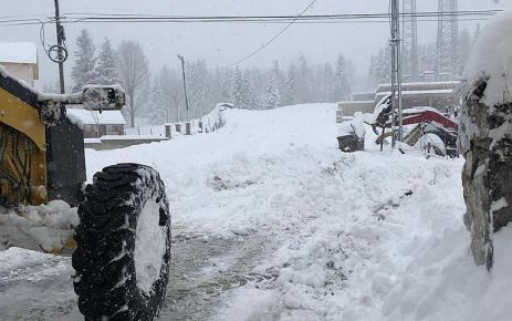 Büyükşehir yüksek kesimlerde kar mücadelesine başladı
