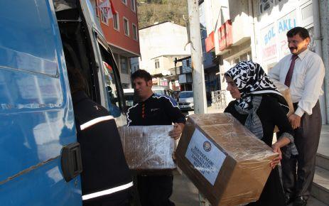 Dernekpazarı'ndan Van Özalp'e kırtasiye yardımı