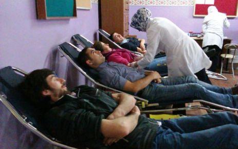 Gülderenli veli ve öğretmenler kan bağışında bulundu
