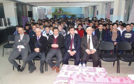 İlahiyatçı Toprak'tan milli ve manevi değerler konferansı