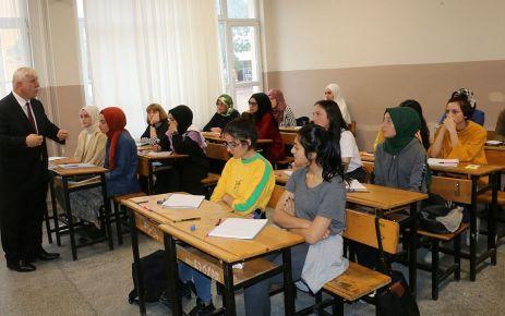 Kabahasanoğlu üniversiteye hazırlık kurslarını ziyaret etti