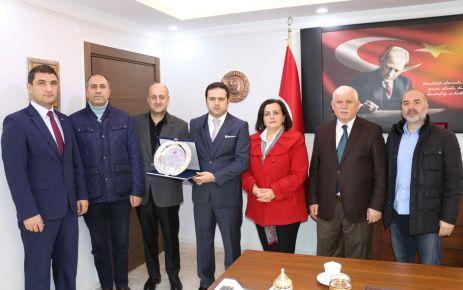 Kaymakam Fırat'tan Başkan Saral'a plaket